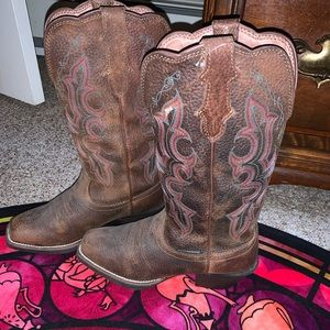 I am selling brown cowgirl boots